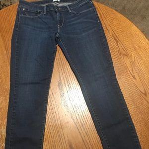 Woman's Levi (San Francisco) 10/30 Curve Skinny